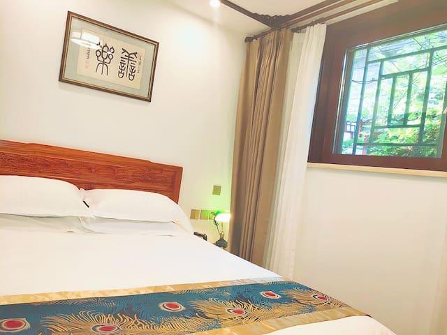 庭院中式大床房(1.5米标准双人床,独立卫生间,中央空调)南锣鼓巷,什刹海精品酒店