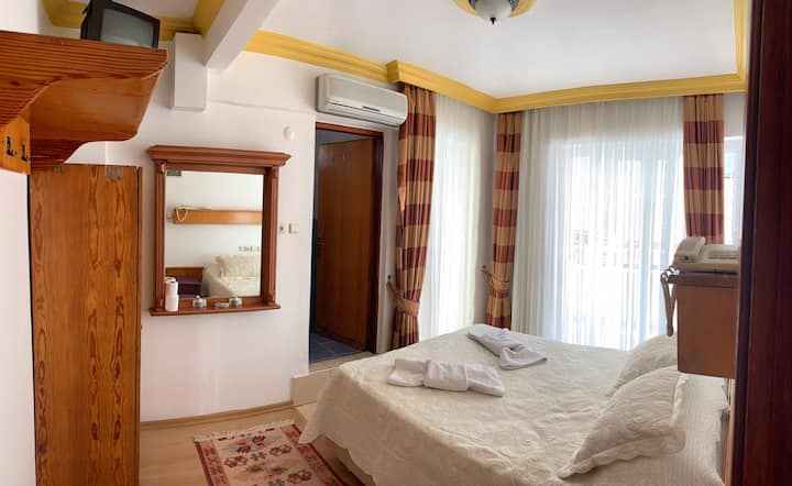 Yuksel hotel double bed room