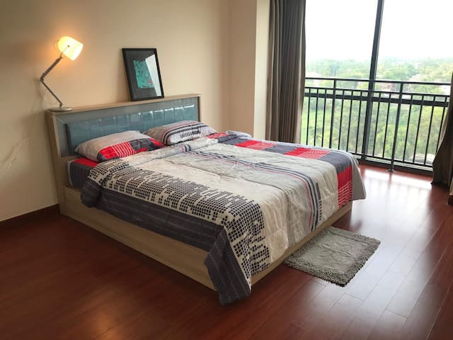 Spacious Golden City Condo (3 Bedrooms)