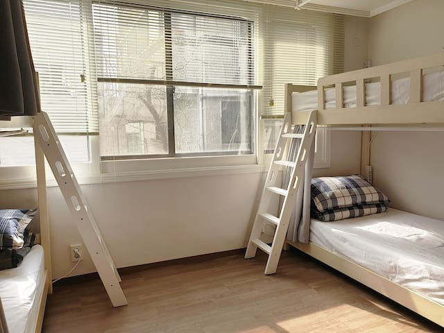 [hongdae] #women only Dormitory room