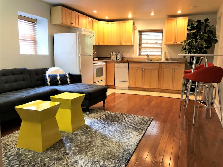 Gorgeous Full Apt. with Parking!