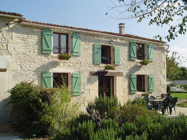 Loriot at La Moreau - Bercloux - Haus