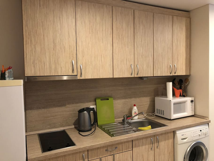 Fully equipped kitchen zone
