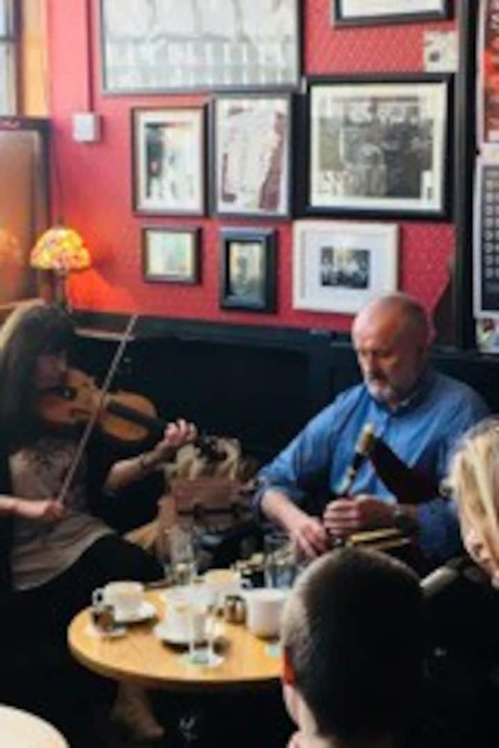 Uilleann pipes at the Cobblestone