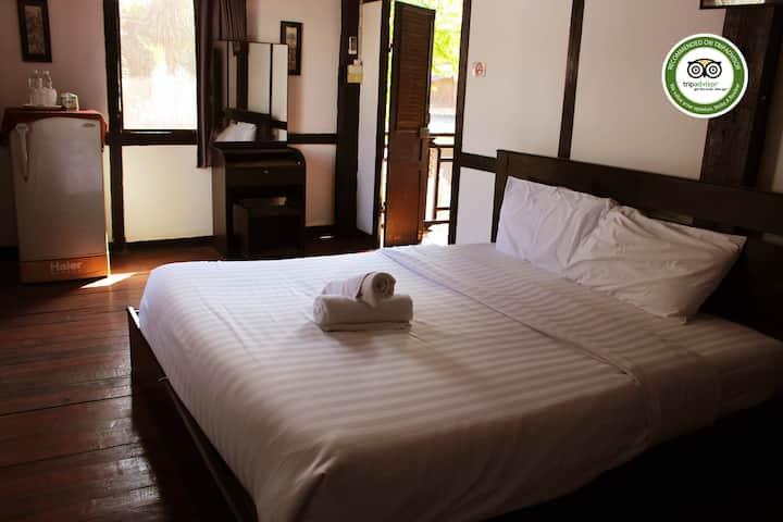 INSEE Village Villa Lao N#4 (Big room - Big bed)