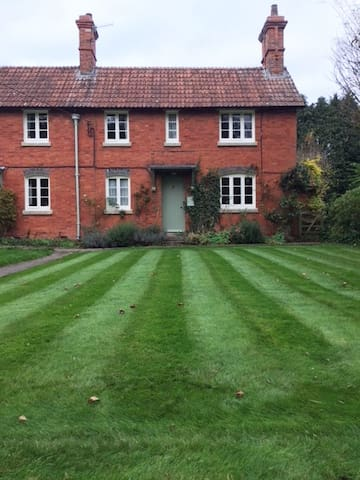Stable Cottage,  Marlborough
