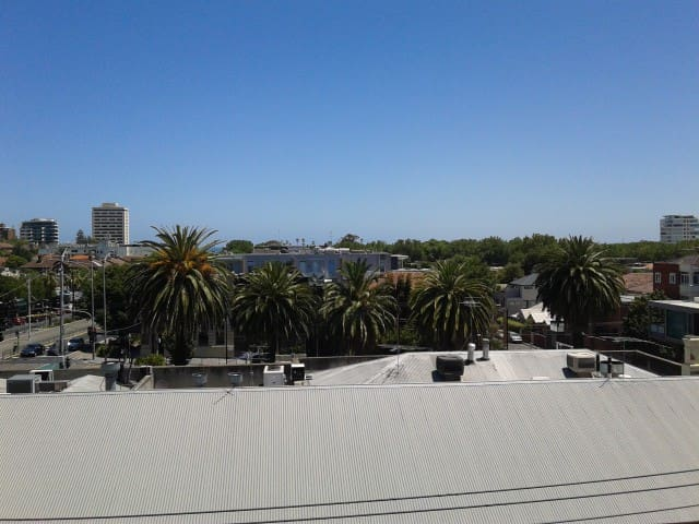 Modern apartment in heart of St. Kilda with views - Saint Kilda - Apartment
