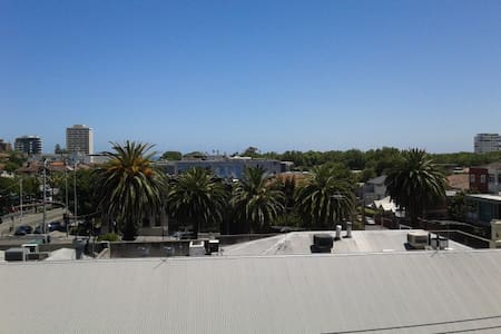 Modern apartment in heart of St. Kilda with views - Saint Kilda