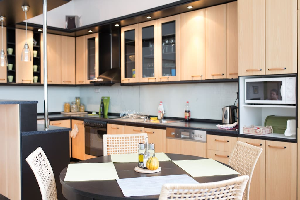 Fully equipped kitchen with breakfast waiting for you.