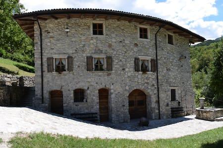 Mulino del Castello, camera Amore e Psiche. - Huoneisto