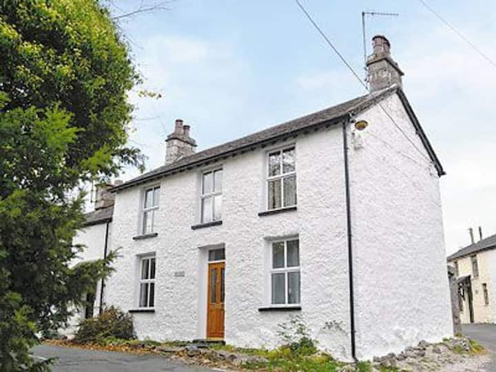 Seaview a cosy cottage (AONB) Nr The Lake District