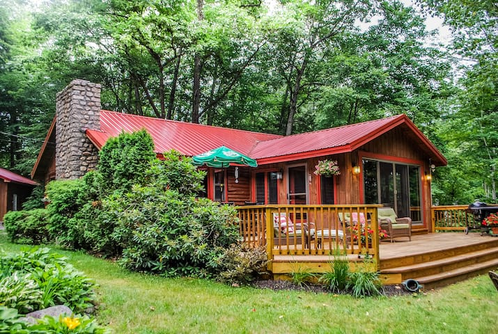 A Lakeside Story - 2BR Log Cabin, Fire Pit, Views!