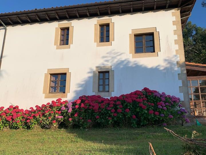 Casa La Bolera Casa de dos plantas porche y jardín