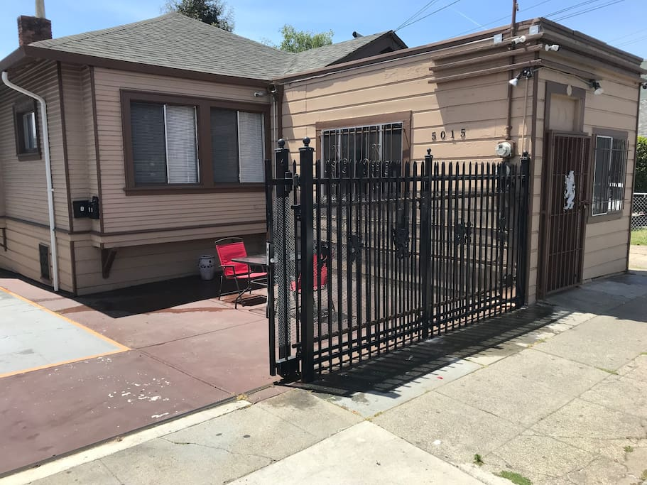 Abdullah 39 s lounge 2 houses for rent in oakland 3 bedroom house for rent in oakland ca