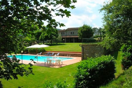 Casale Lorenzo, sleeps 10 guests in Le Caselle - Subbiano - Villa