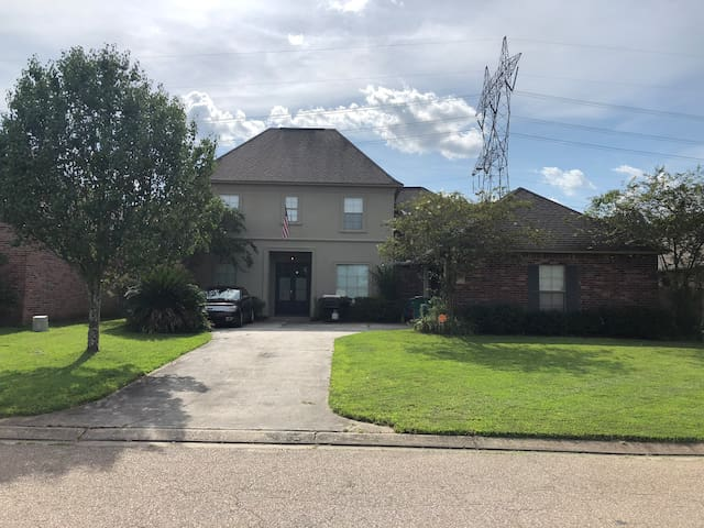 Great home in the suburbs, short distance from LSU