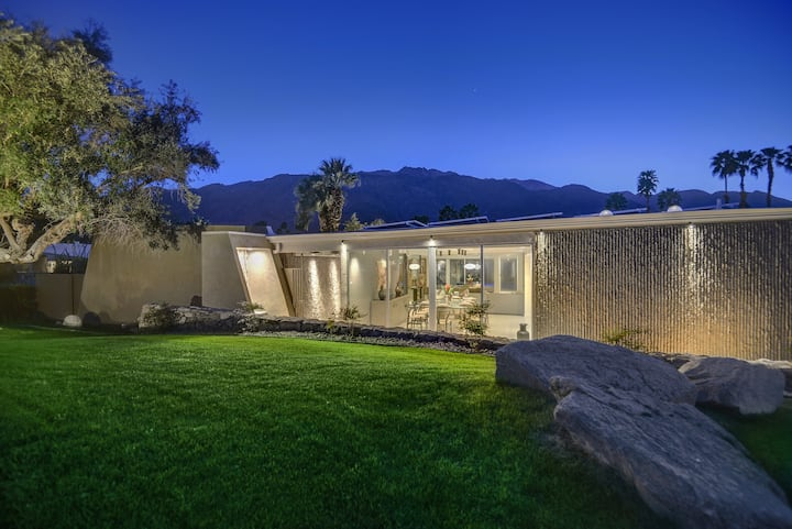K0007 - The Cascades Retreat - Walk to Downtown! 3 BRM Updated Wexler Midcentury Movie Colony Home, Large Backyard