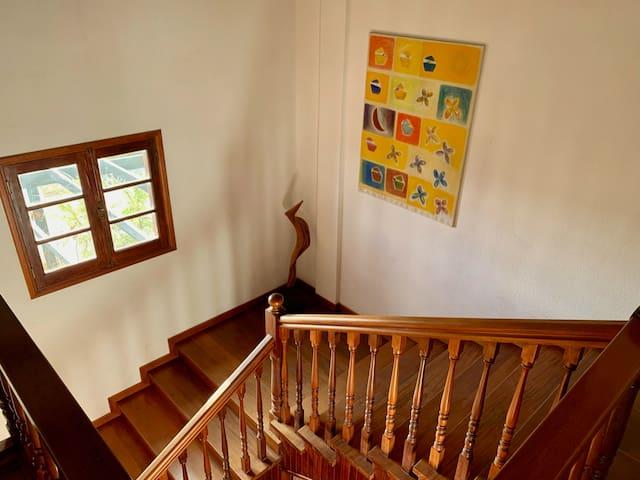 Treppenaufgang aus dem Erdgeschoss ins Wohnzimmer