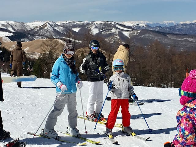 Ski in Karuizawa (45min by car) and other Nagano resorts. (Photo: Tateshina's 2-in-1) We don't get much snow at the house. So, you can enjoy skiing during the day, and walking around easily to restaurants, shopping and hot springs in the evening.