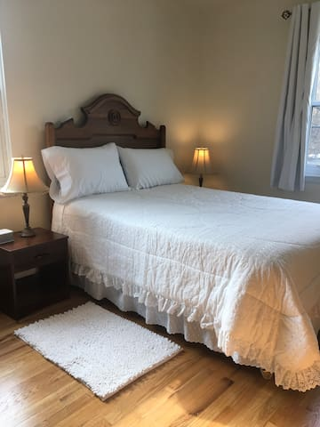WELCOME GREENWICH PRIVATE BEDROOM GREAT LOCATION