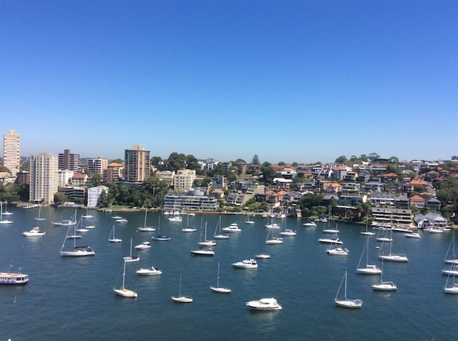 Short walk to Harbour Bridge & City