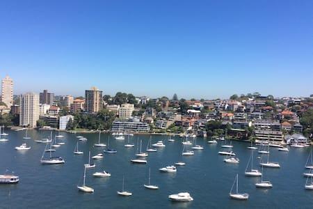 Short walk to Harbour Bridge & City - Milsons Point