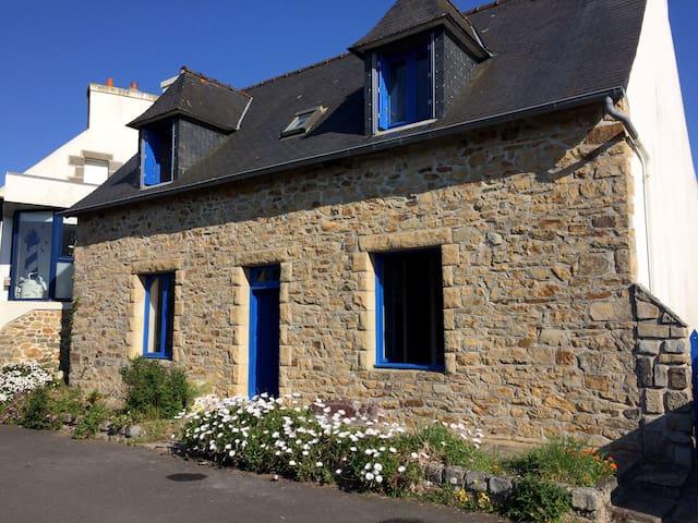 Penty Breton au centre de Roscanvel - Roscanvel - Haus