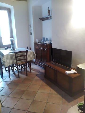 Il soggiorno - The dining room.