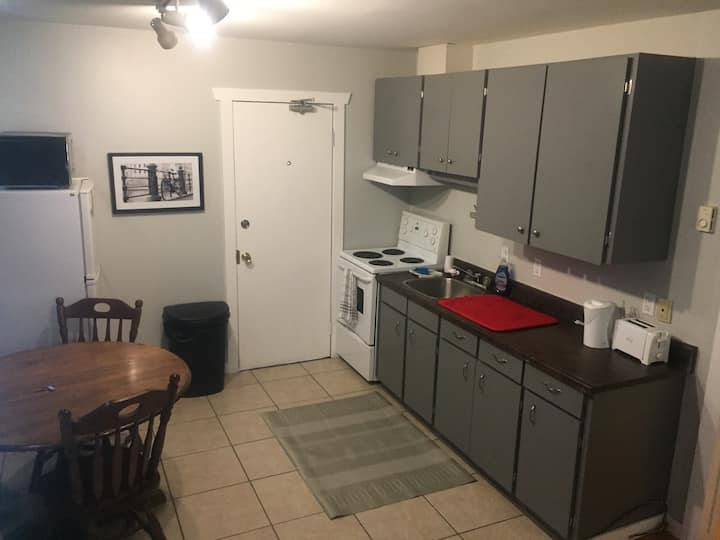 Walk Downtown! Cozy 1 bd + sofa bed