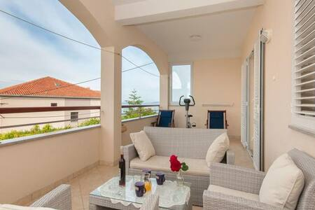 Great apartment near sea and Split - Jesenice