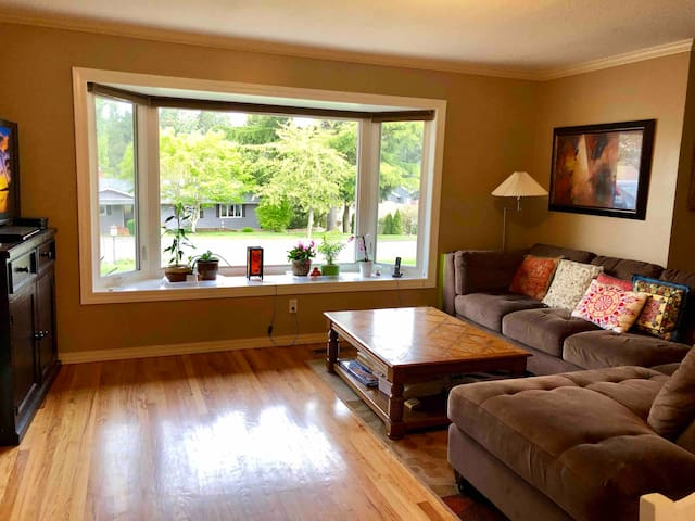 Family-friendly house 15 minutes from downtown
