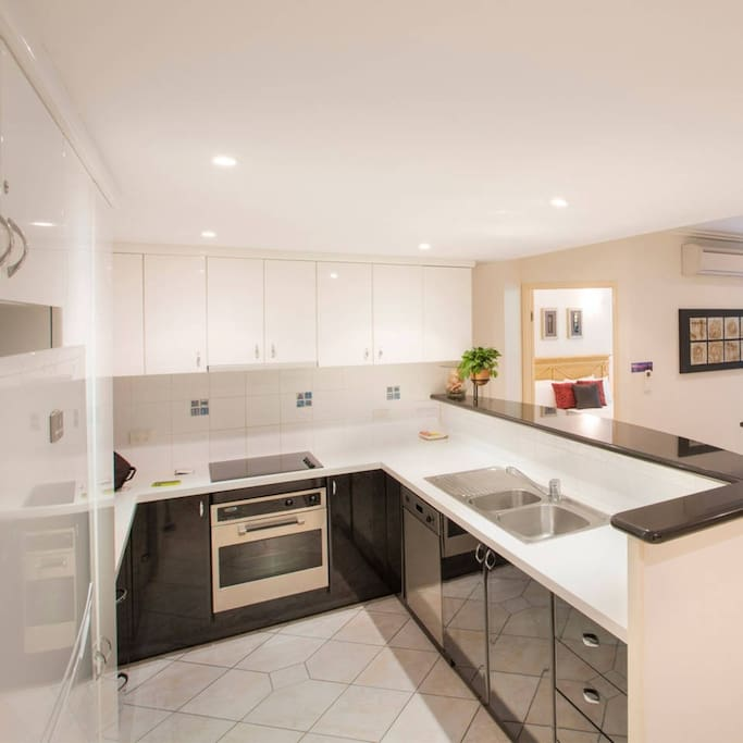 Refurbished kitchen and new appliances, extremely well equipped.