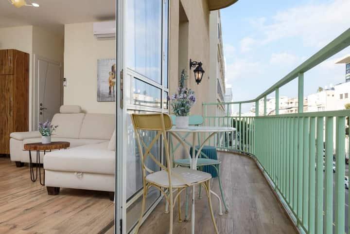 Hilton Beach by the sea of TEL-AVIV+BALCONY!
