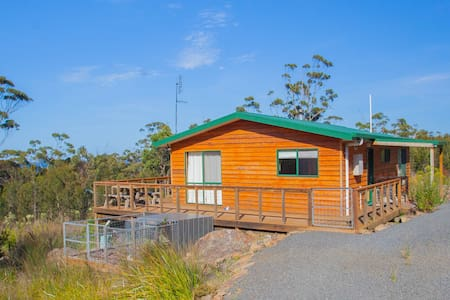 SECLUDED BUSHLAND RETREAT - Ocean Breeze Cottage - Bicheno