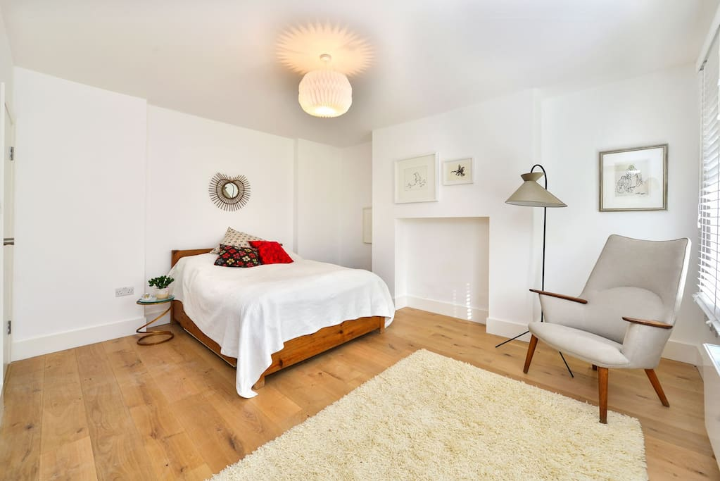 Large double bedroom