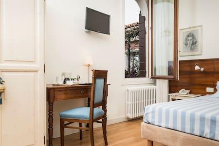 Single bedroom, with bathroom and breakfast - Murano