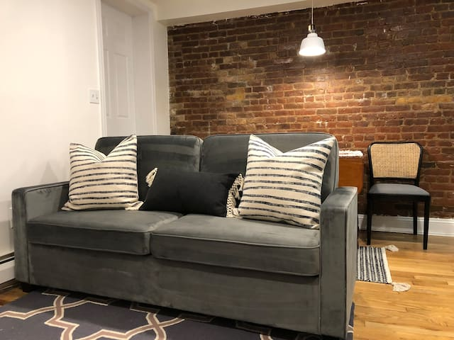 NEW:Renovated Contemporary Apt, walk to PATH train