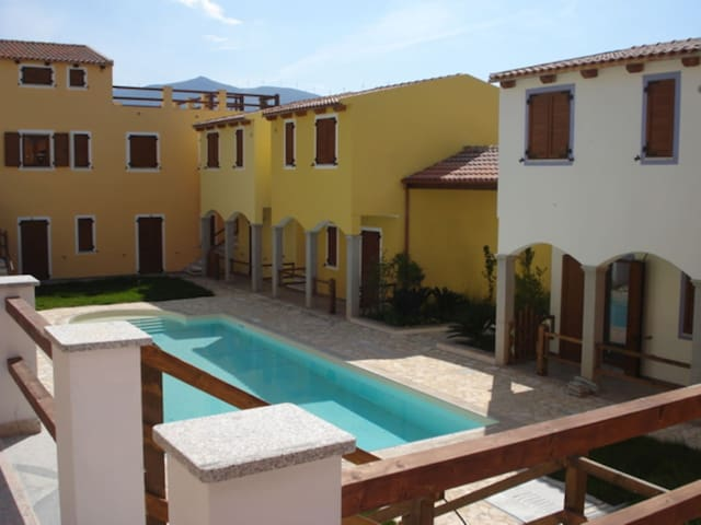 4 beds in residence with swimming pool