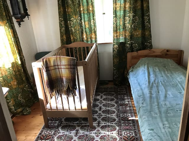 Bedroom 2 on ground floor, now with 2 single beds, crib available