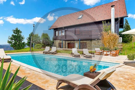 Holiday cottage with 4 bedrooms on 190m² in Bedenica