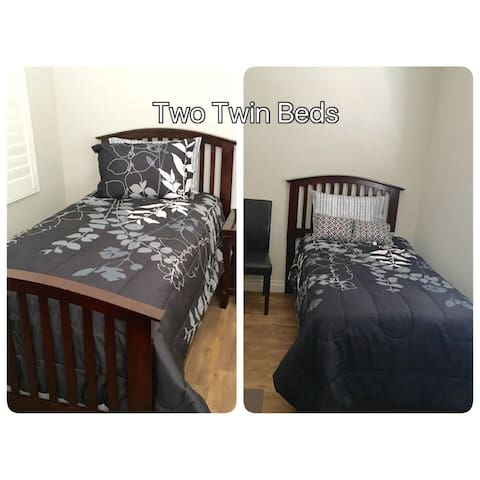 Comfortable Room with 2 Twin Beds