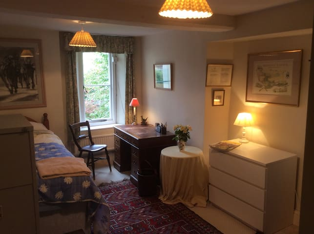 Big Comfy Single Bed In The Cotswold Countryside - Wotton-under-Edge - บ้าน