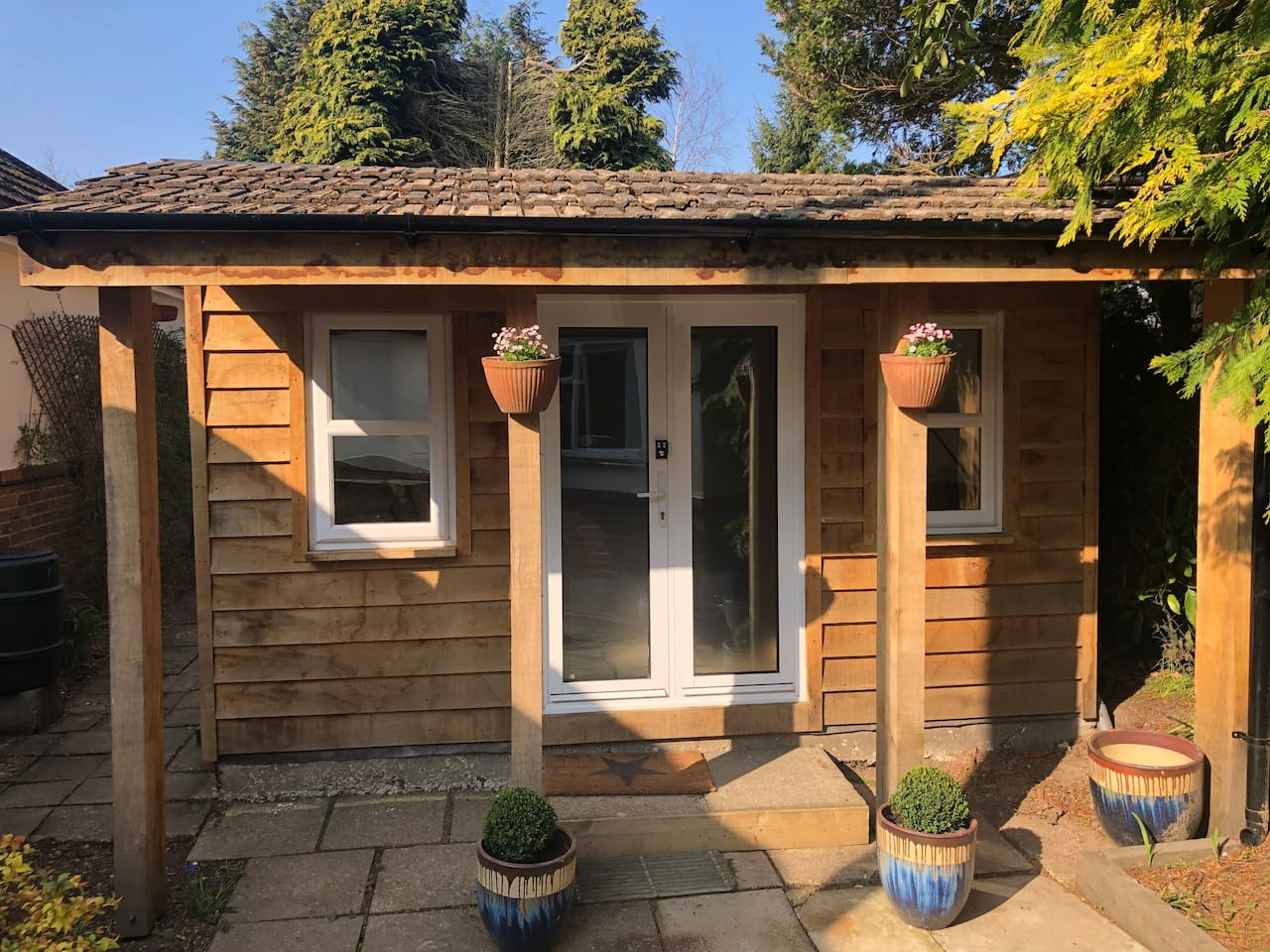 Cosy Log Cabin with shower room and WiFi