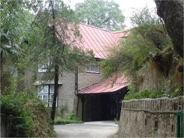 Historic| English Bungalow in serene part of city - Shimla - Bungalow