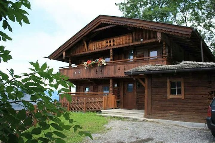 Cottage on the mountain Chalet Zillertal Tyrol - Stummerberg - House