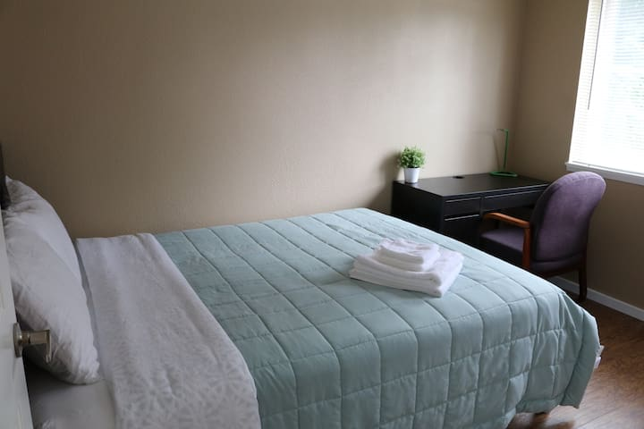 Quite, clean and comfortable room:::.