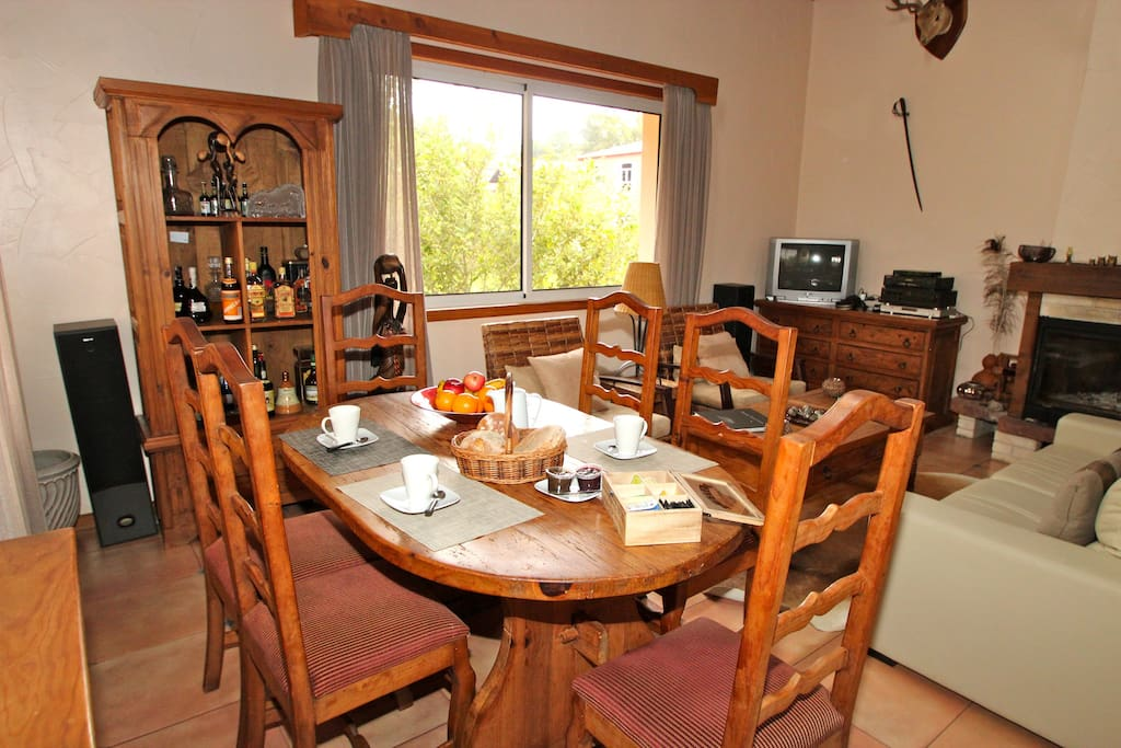 Casa Joana T3: Sala de estar com vista para exteriores.