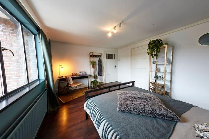 spacious room with garden view in Tilburg center