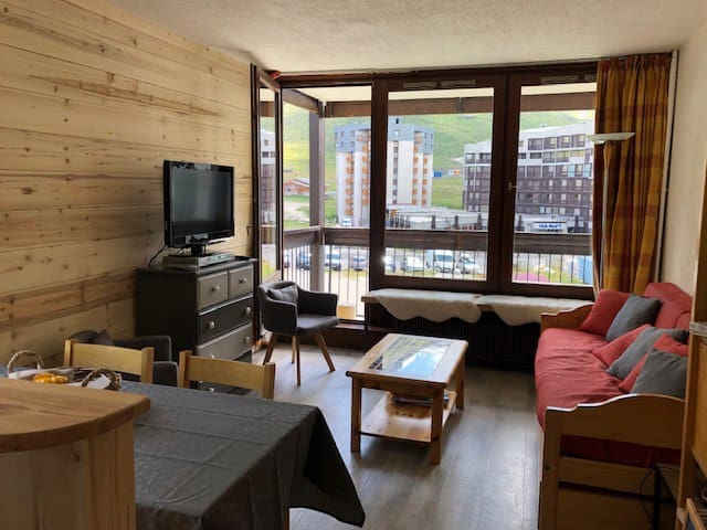 one bedroomed apartment ski in ski out max 5 pax wifi