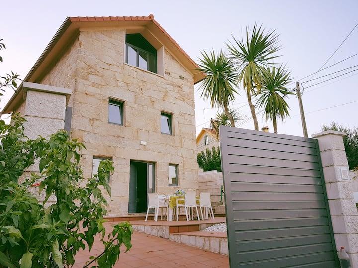 Preciosa casa en Hío-Cangas, Playa de Areabrava